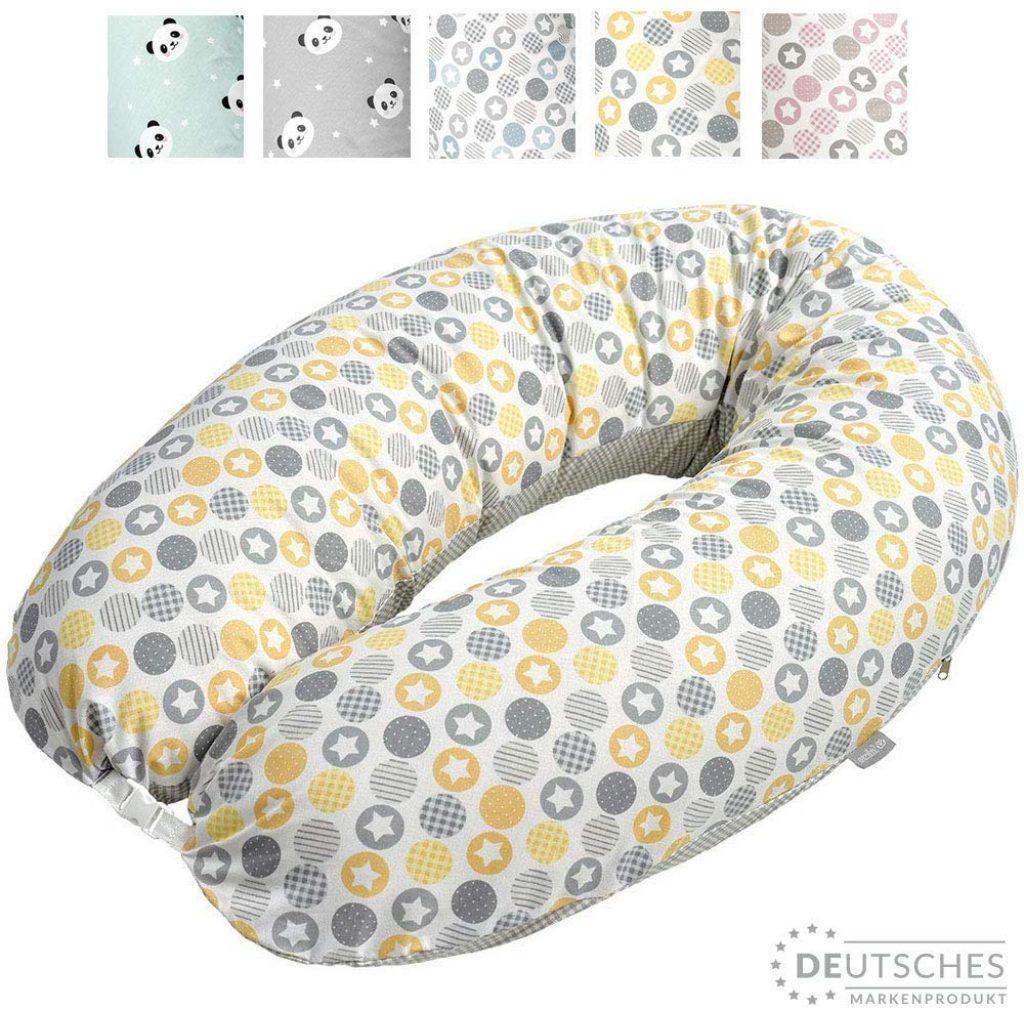 Le coussin d'allaitement pas cher Sei Design existe en plusieurs coloris aux motifs variés.
