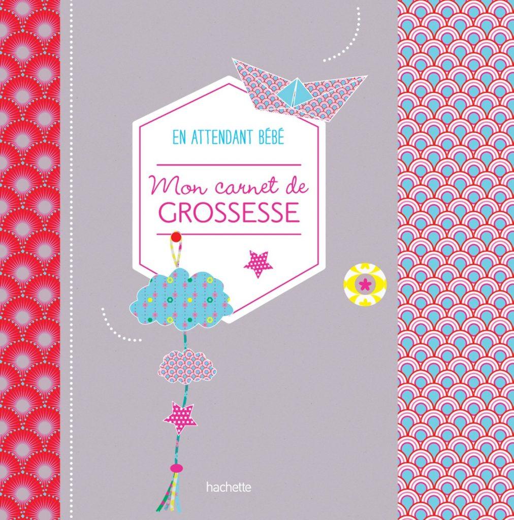 """Le journal de grossesse """"Mon carnet de grossesse en attendant bébé"""" vous permet de conserver pleins de souvenirs."""