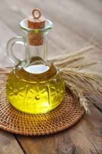 Huile de germe de blé pour réduire et prévenir les vergetures pendant la grossesse