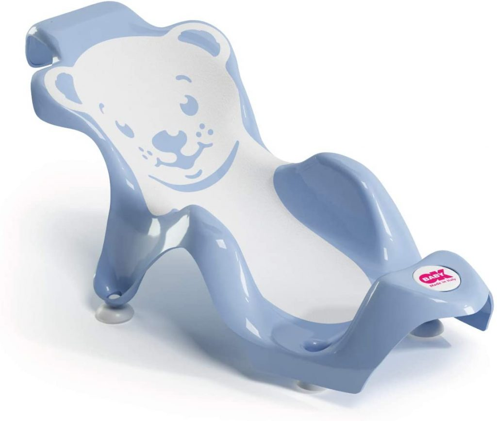 Le transat de bain OKBABY a une forme ergonomique.