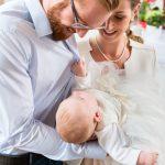 Lors du baptême de votre bébé, le parrain et la marraine offre souvent une médaille de baptême.