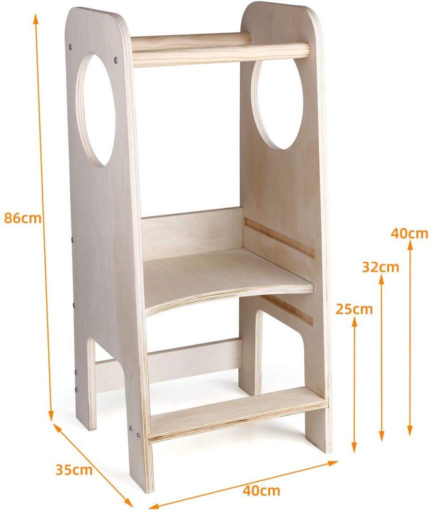 La tour Montessori CRZDEAL est en bois naturel.