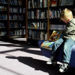 Il est important de lire une histoire à son enfant le soir pour l'aider à s'endormir.