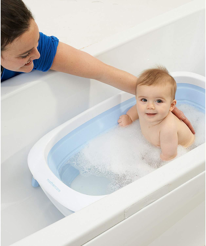 La baignoire bébé pliable Mothercare peut se poser dans votre baignoire adulte.