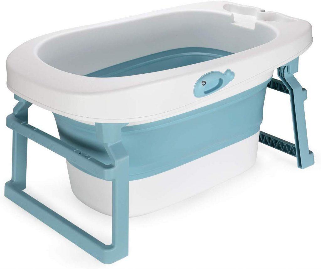 La baignoire bébé Fascol 3 en 1 est de couleur blanche et bleu clair.