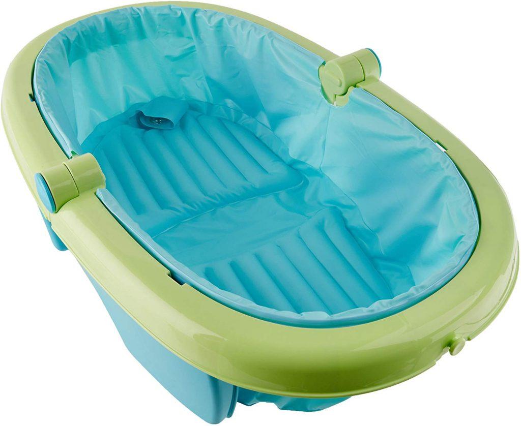 La baignoire bébé Summer Infant se plie.