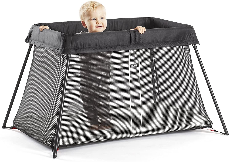 Le lit parapluie Babybjörn existe en plusieurs coloris.