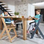 La chaise haute en bois Safety évolue avec votre enfant.