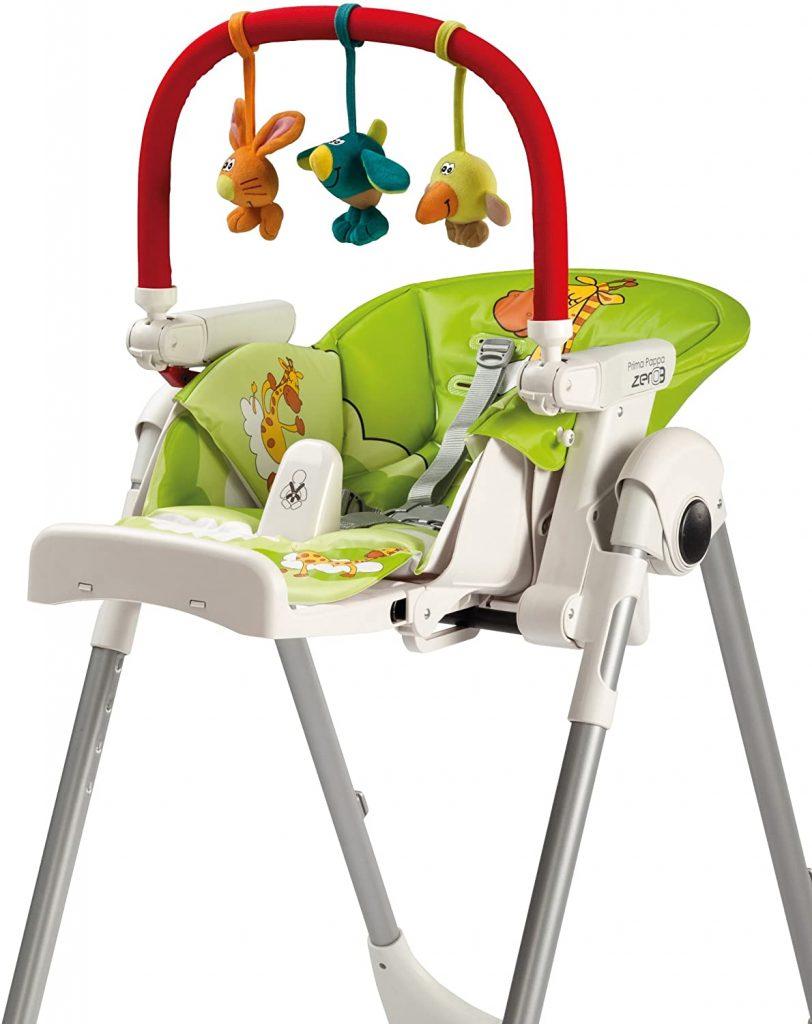 L'arche de jeux pour chaise haute Peg Perego est très colorée.