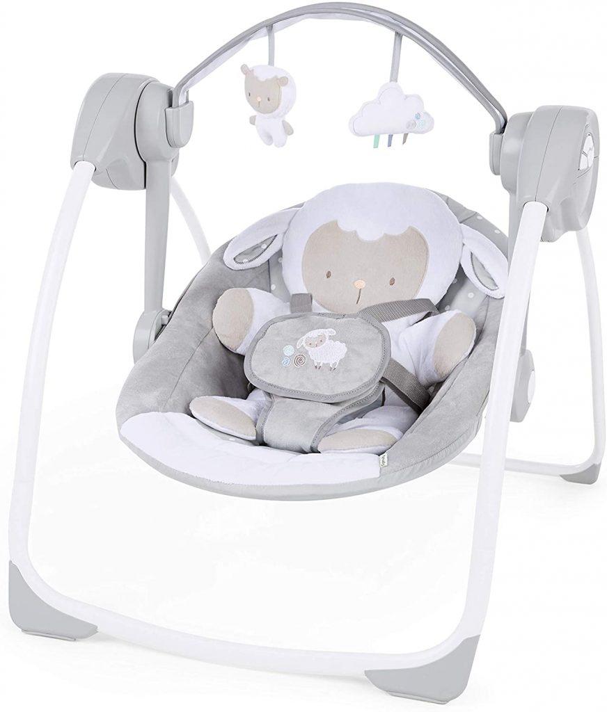 Cette balancelle pour bébé pliable a un adorable siège qui représente un mouton.