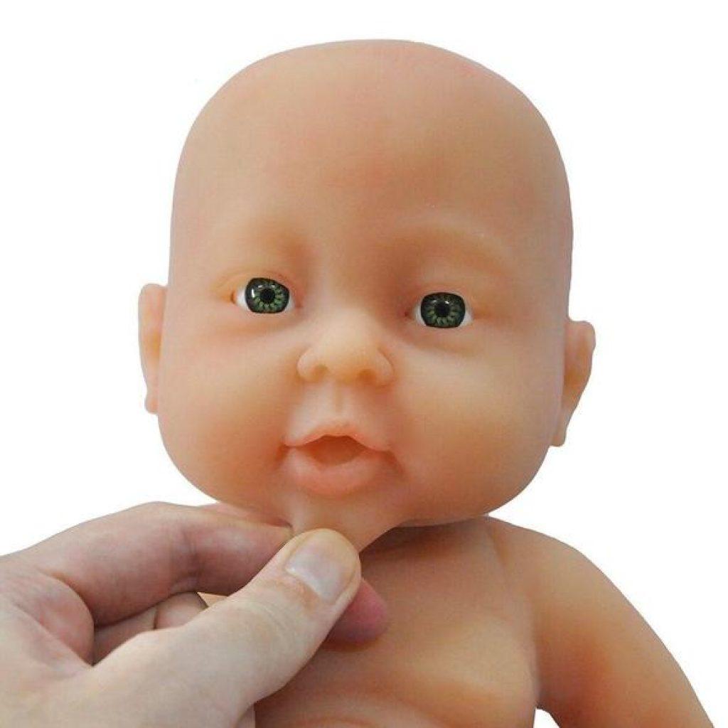 Le bébé reborn Lucie a un corps en silicone.