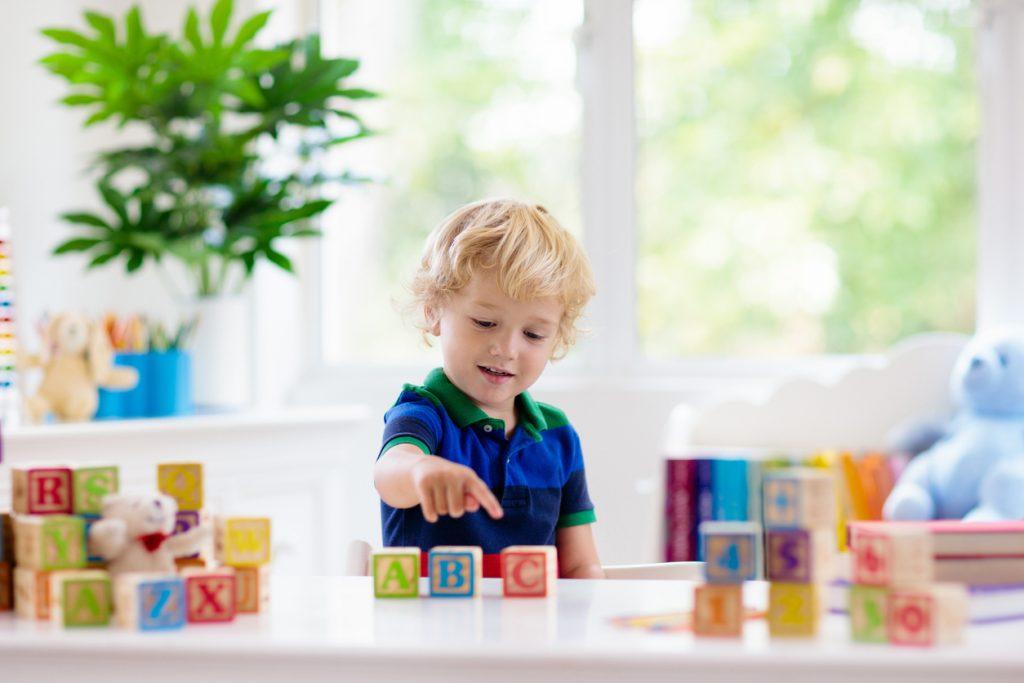 Les jouets en bois sont des cadeaux durables.