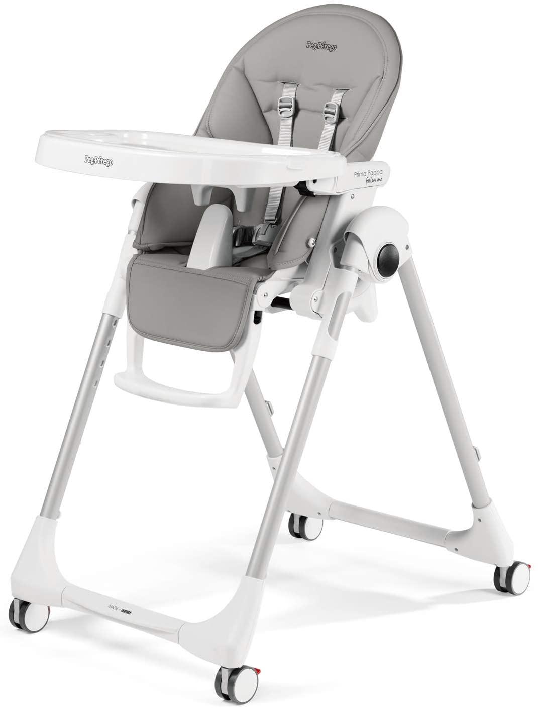 Cette chaise haute Peg Perego Prima Pappa a un siège gris..