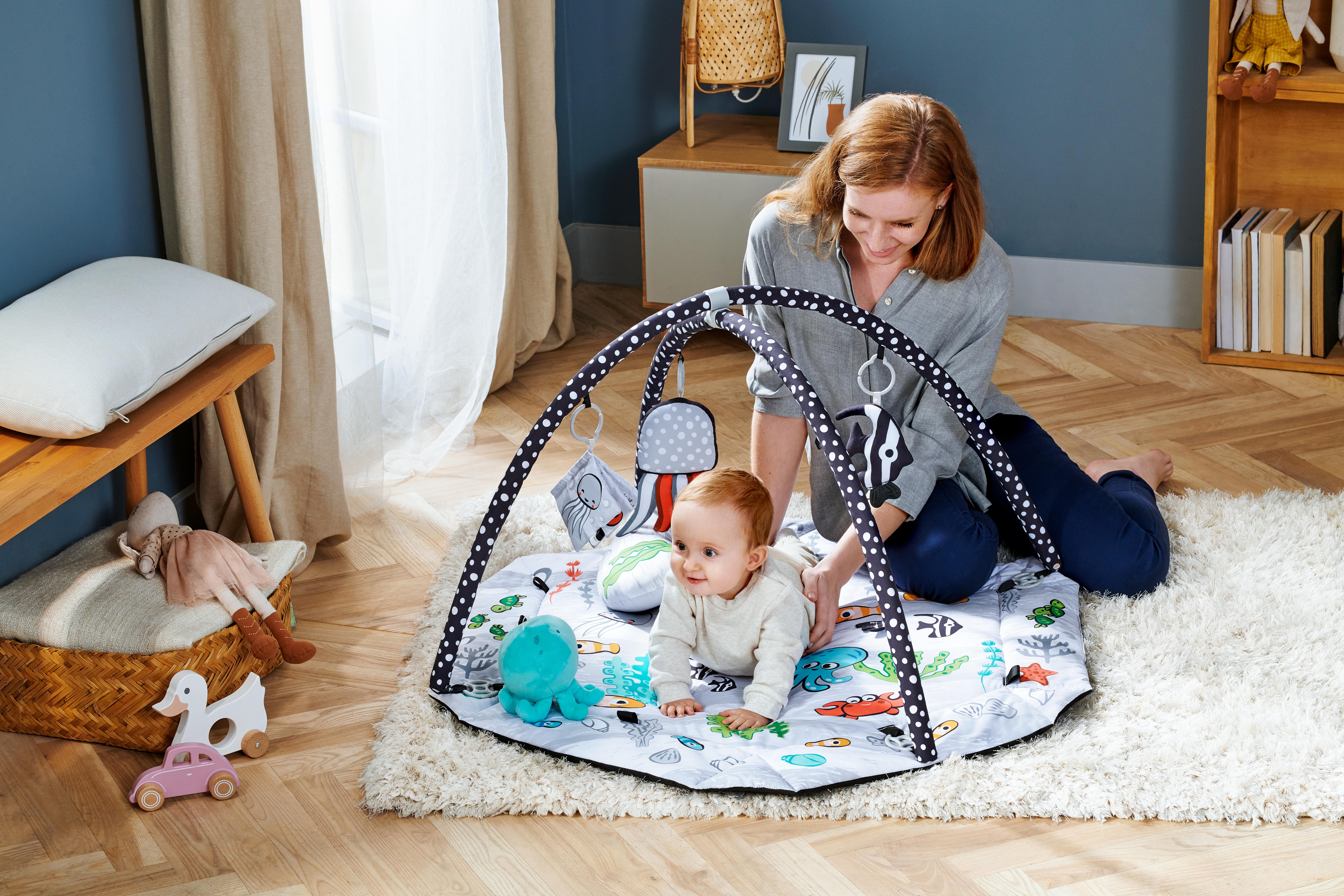 Ce tapis d'éveil noir et blanc Kinderkraft est le SEALAND.