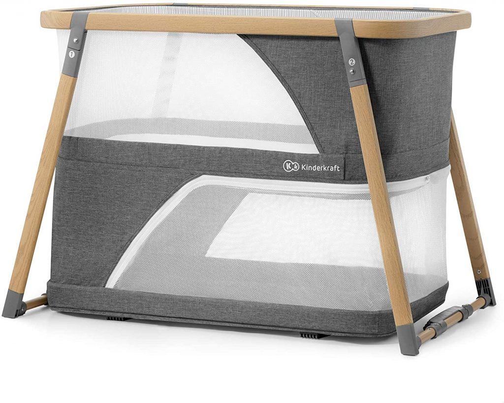 Le lit de voyage Kinderkraft Sofi peut faire lit à bascule.