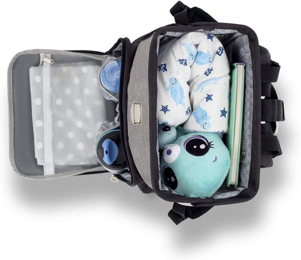 Le sac à dos à langer MOLLY de Kinderkraft a de nombreux espaces de rangement.