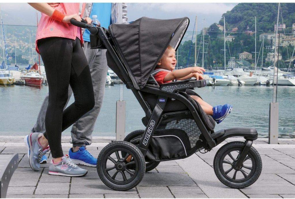 La poussette trio activ3 convient aux parents sportifs.