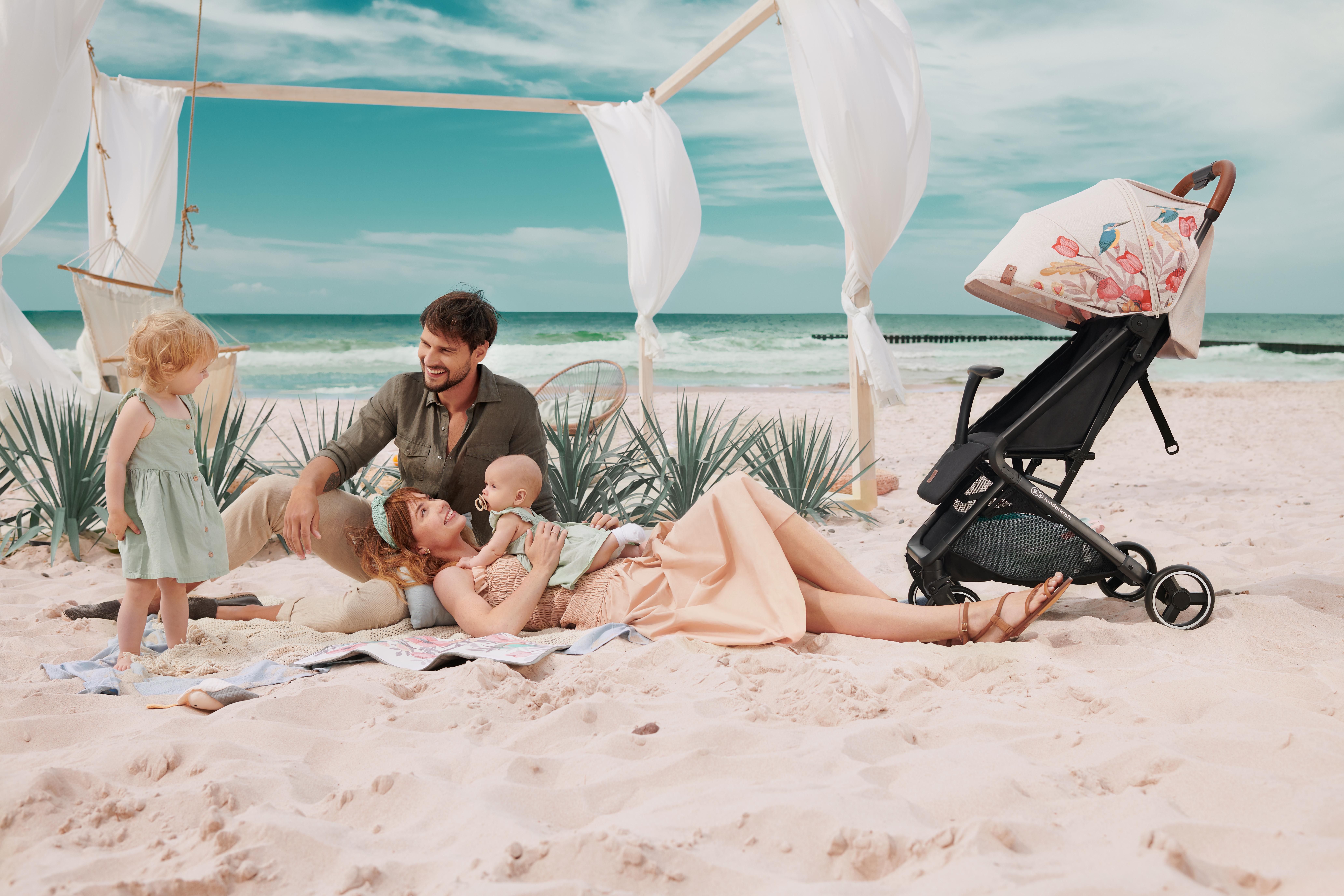 Pour des vacances avec bébé comme au quotidien, la poussette Kinderkraft NUBI est parfaite.