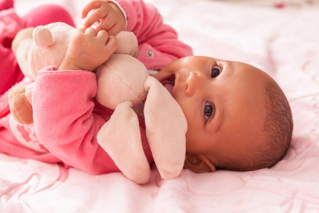 Le doudou de bébé est important pour son développement, ainsi il faut bien le choisir.