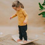 Le balance board Meowbaby est un jeu d'équilibre Montessori pour enfant ludique.