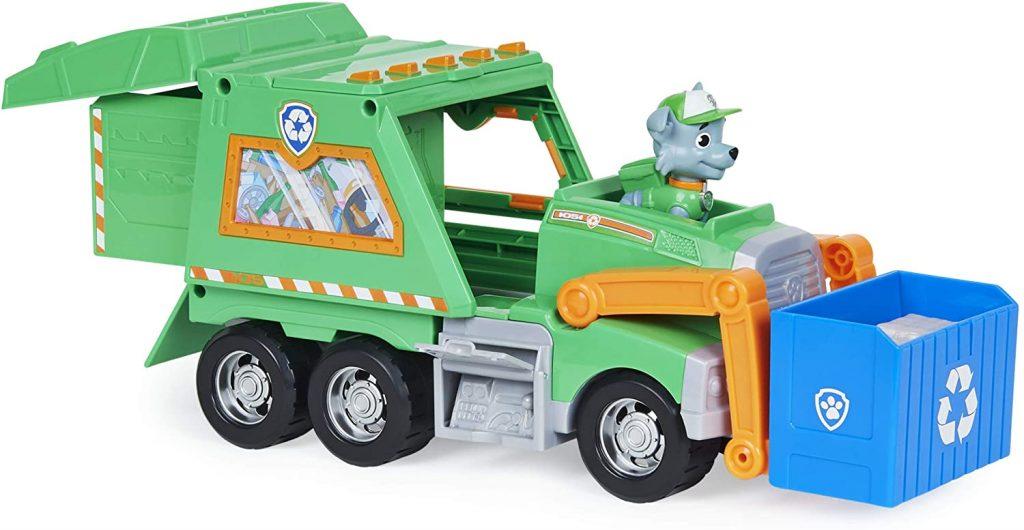 La camion de Rocky de la Pat Patrouille est vert.