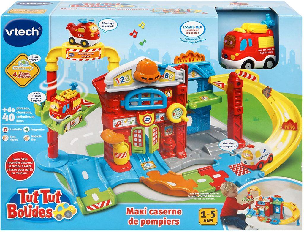La maxi caserne de pompiers Tut Tut Bolides comporte un véhicule.