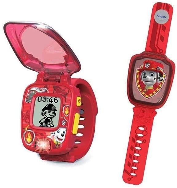 La montre interactive de Marcus de la Pat Patrouille est rouge.