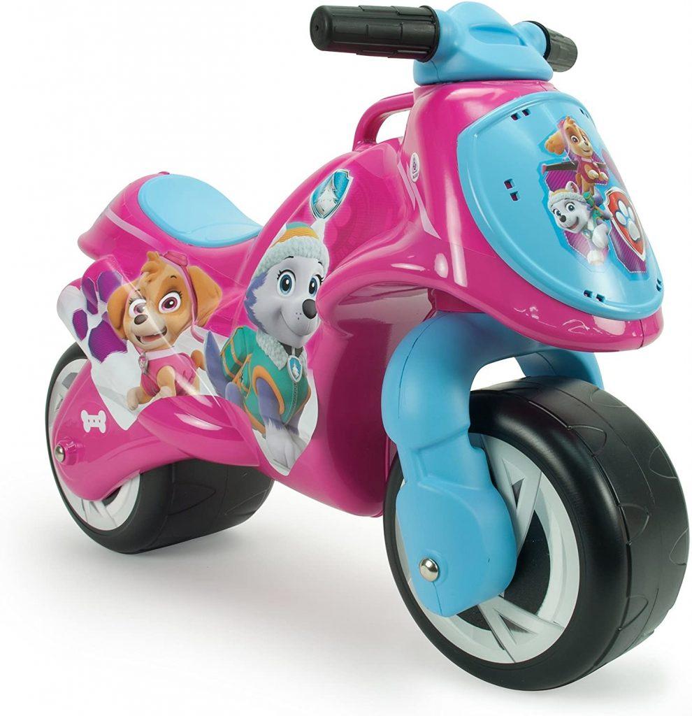 Ce porteur moto de la Pat Patrouille représente Everest et Stella.