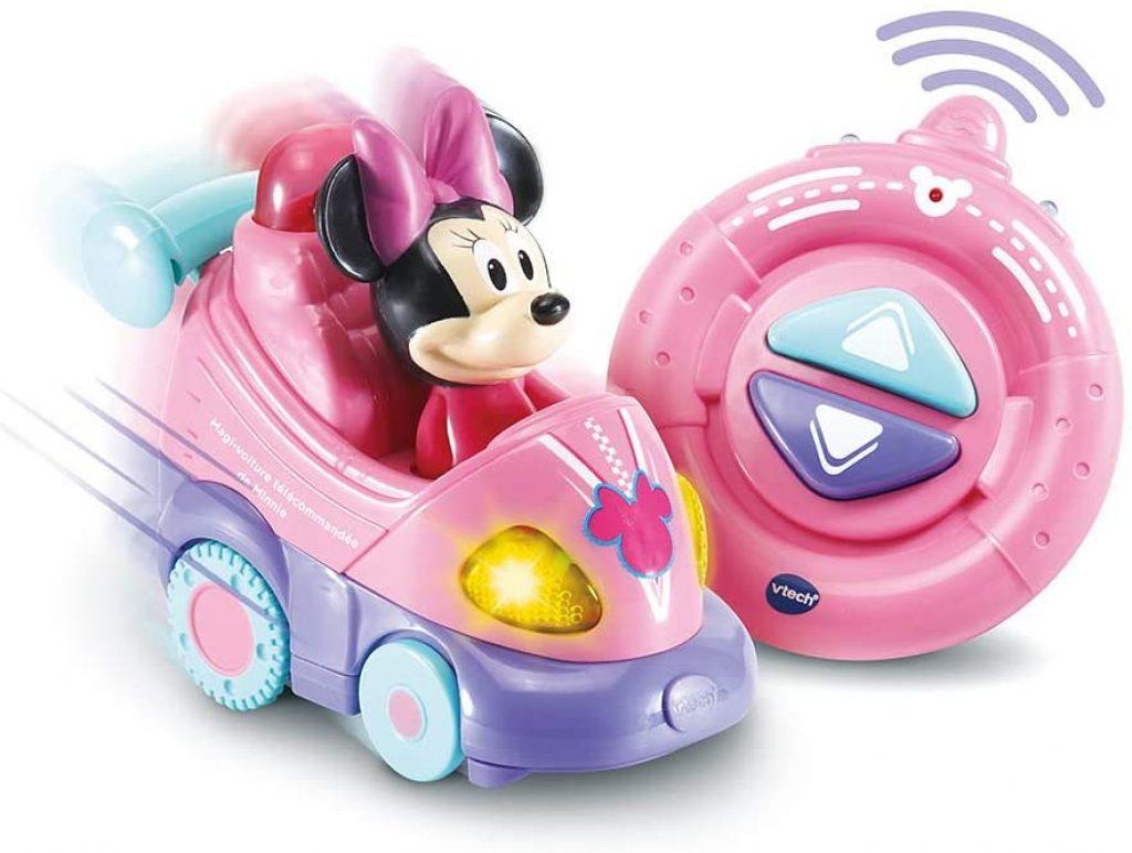 La voiture télécommandée Tut Tut Vtech Minnie est de couleur rose.