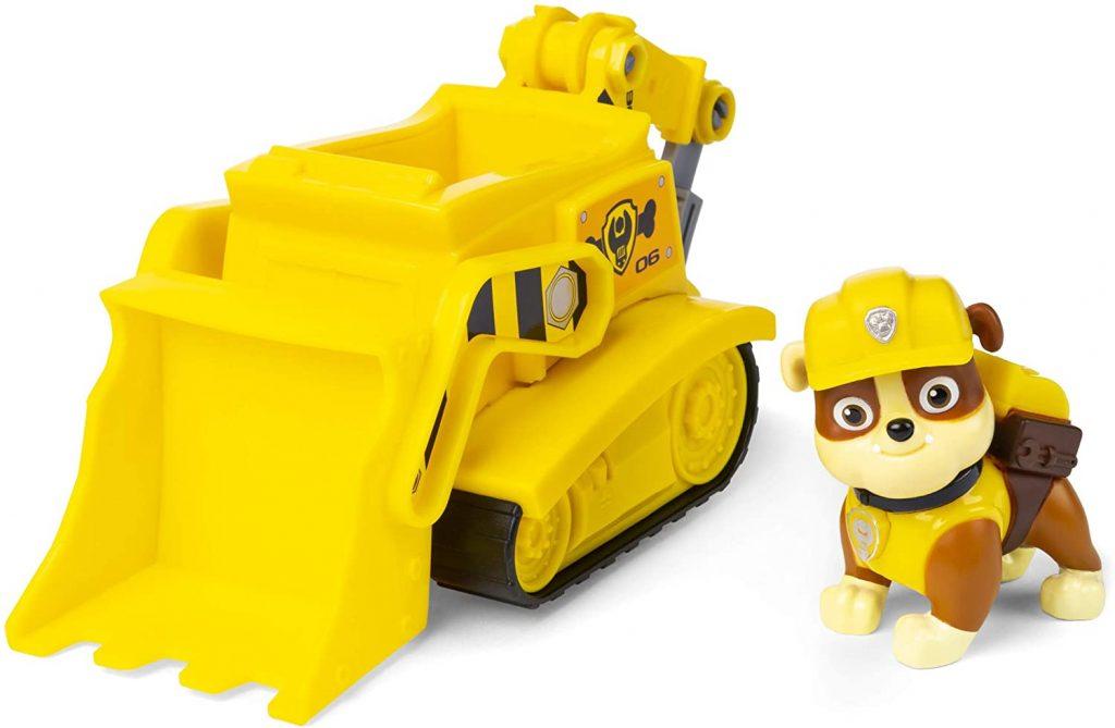 Le véhicule et la figurine de Ruben de la Pat Patrouille sont de couleur jaune.
