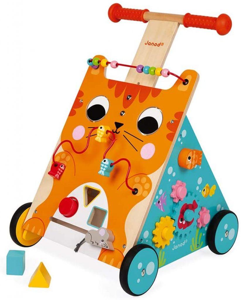 Ce chariot de marche en bois Janod représente un chat.