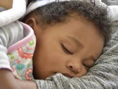 Gigoteuse pour bébé: avantages & critères de choix